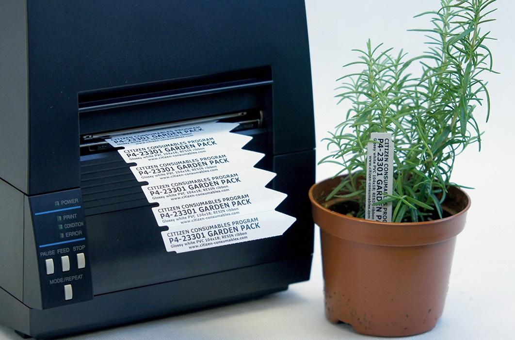 Trwałe oznaczanie roślin etykietami ogrodniczymi z zestawu Garden Pack