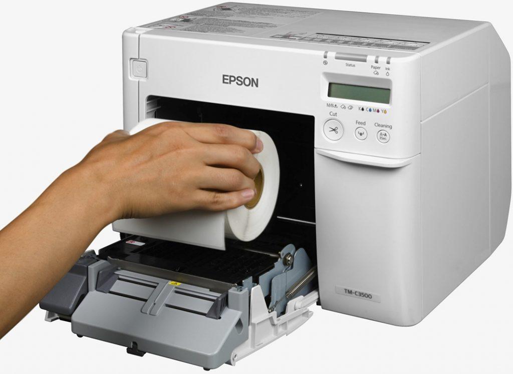 Drukarka do etykiet kolorowych Epson wymiana materiałów