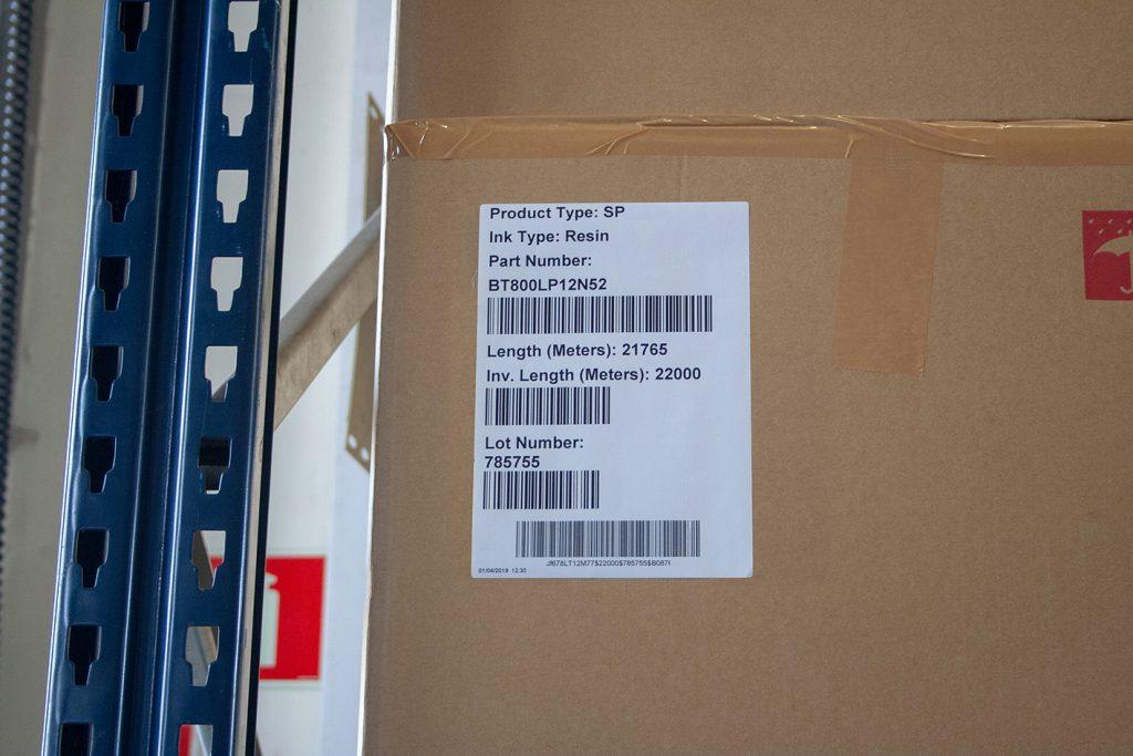 etykieta logistyczna na opakowaniu zbiorczym