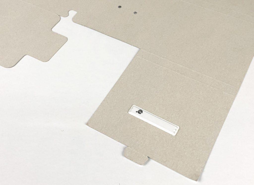 Opakowania kartonowe kosmetyków z etykietą antykradzieżową