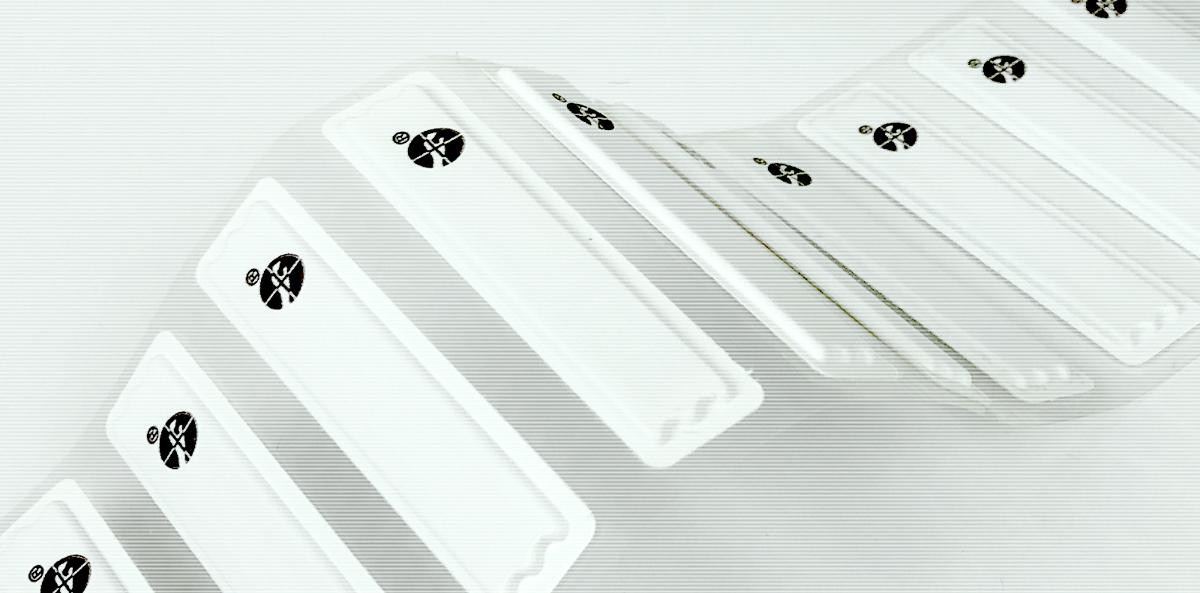 Automatyczna aplikacja tagów antykradzieżowych – rozwiązanie w branży kosmetycznej