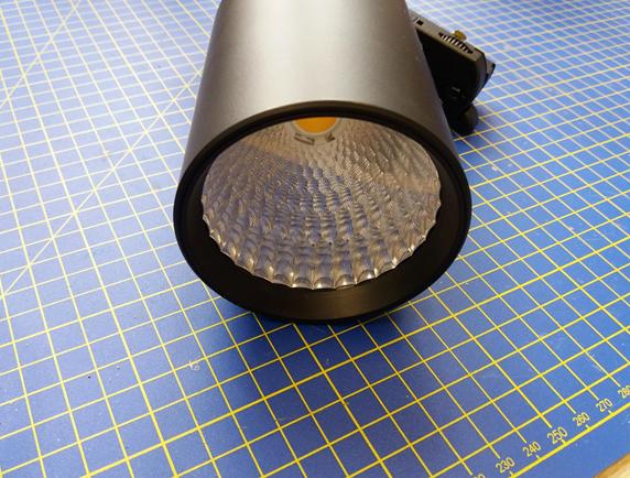 Oprawy oświetleniowe narażone były na zarysowanie i zapylenie