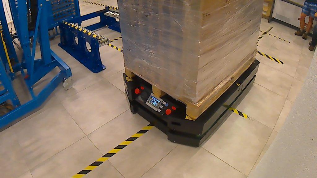 Roboty mobilne AGV IntraBot Lift 550